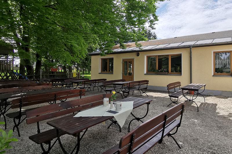 Der Biergarten vom Alten Kaffeehaus - vom Eingangsbereich her betrachtet.
