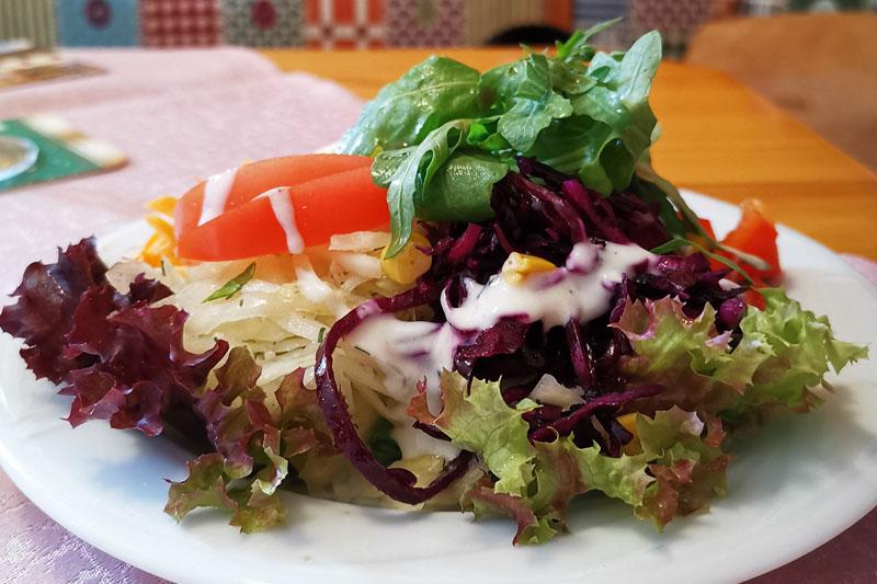 Unser Salatteller bestehend aus ganz frischen Zutaten.
